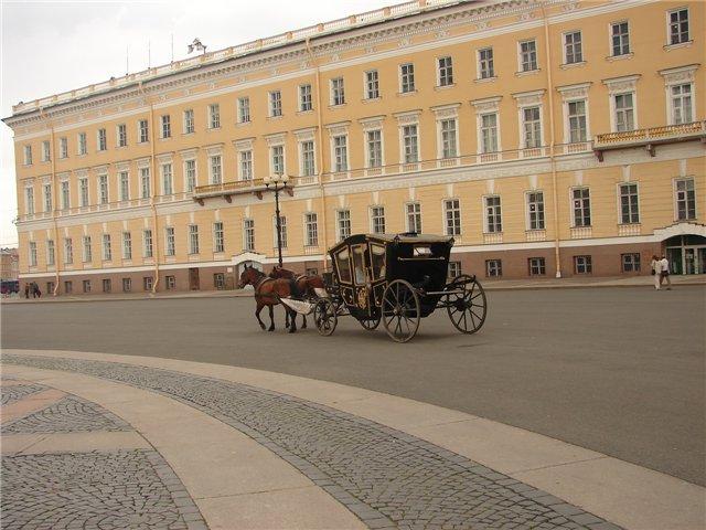 Желающие могут прокатиться по Дворцовой на карете