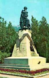 Памятник М. Ю. Лермонтову.