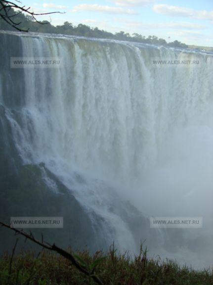скалы водопада